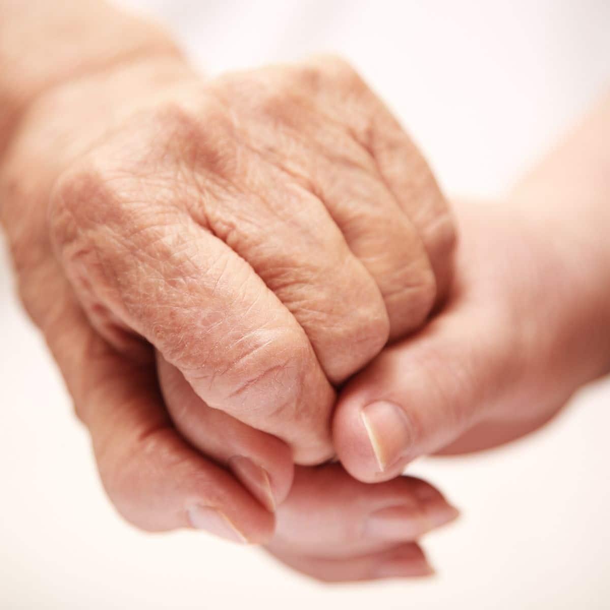 Symbolbild Hände Pflege